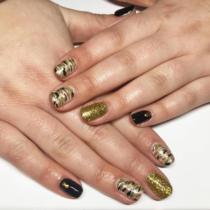 camo glitter nail art design