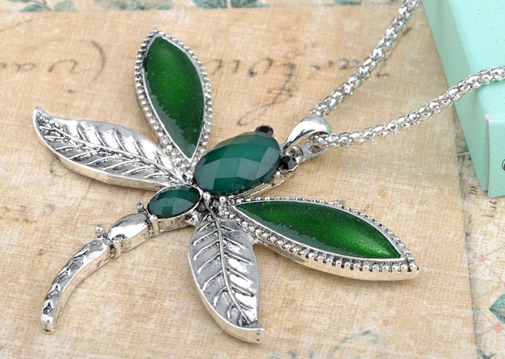 emerald dragonfly pendant
