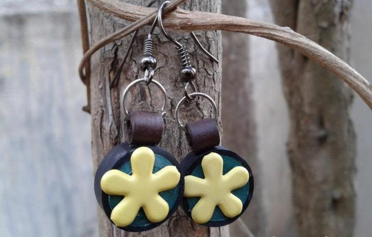 handmade quilling jewelry design