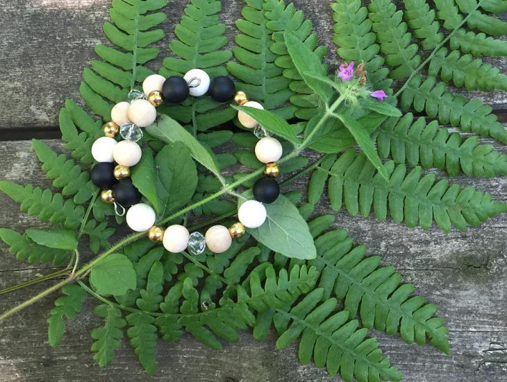 wooden bead jewelry idea