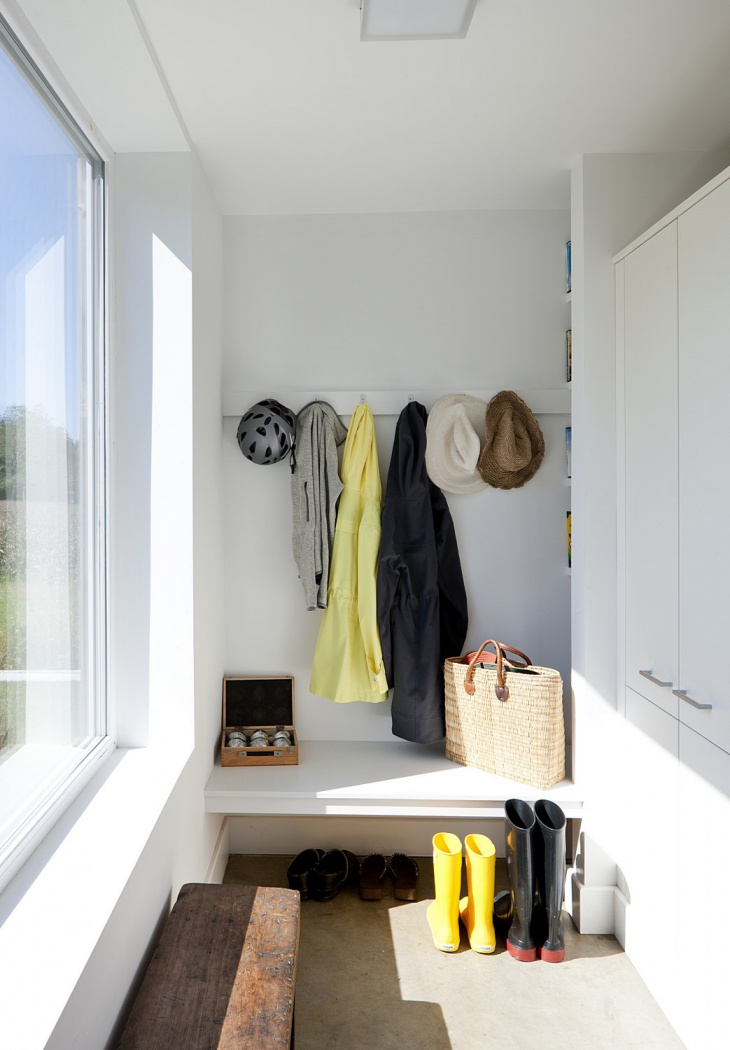 small mudroom design