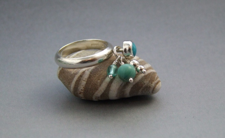 pretty dangle ring idea
