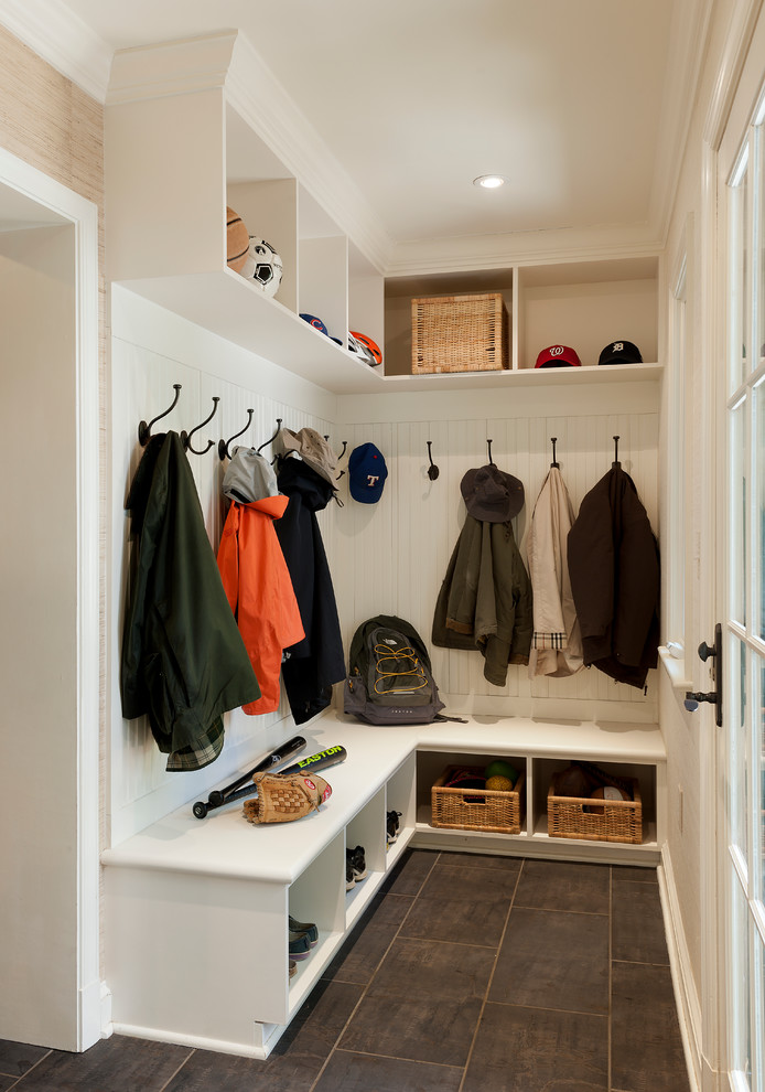 traditional entry mudroom design