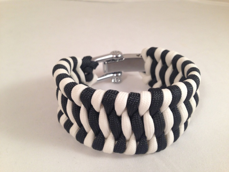 two color paracord bracelet design