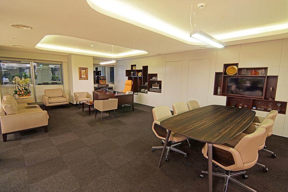 17 corner office desk designs ideas design trends. Black Bedroom Furniture Sets. Home Design Ideas