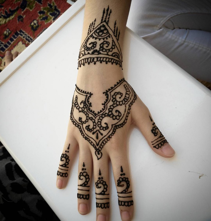 traditional arabic henna tattoo design