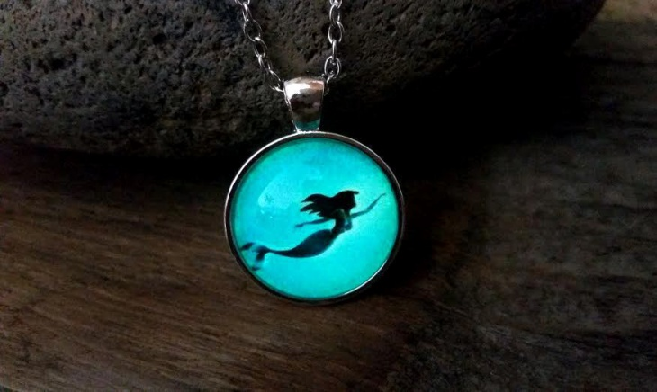 glowing mermaid necklace