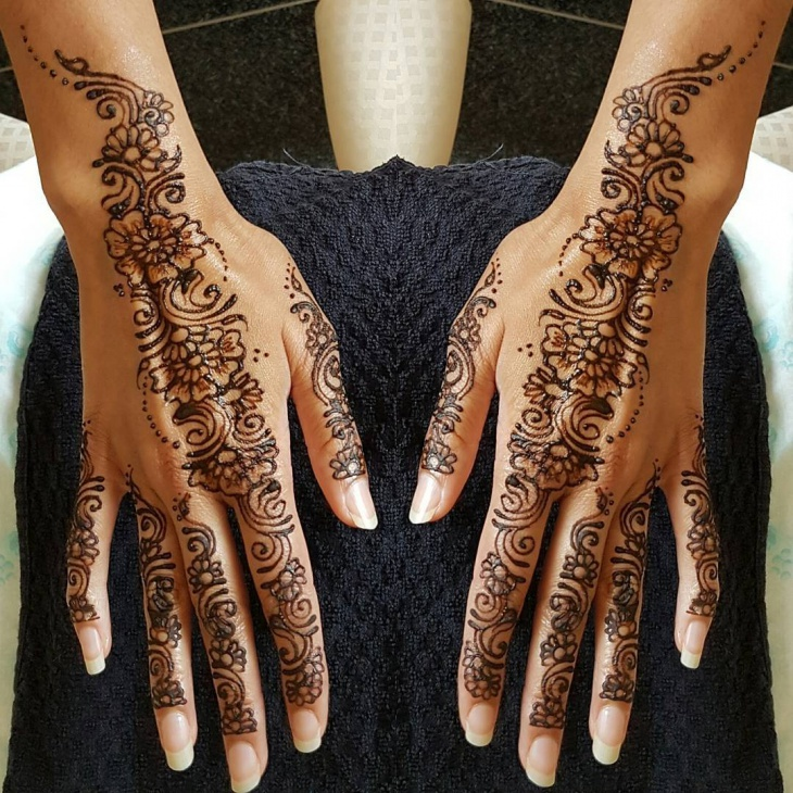 arabic henna tattoo on hands