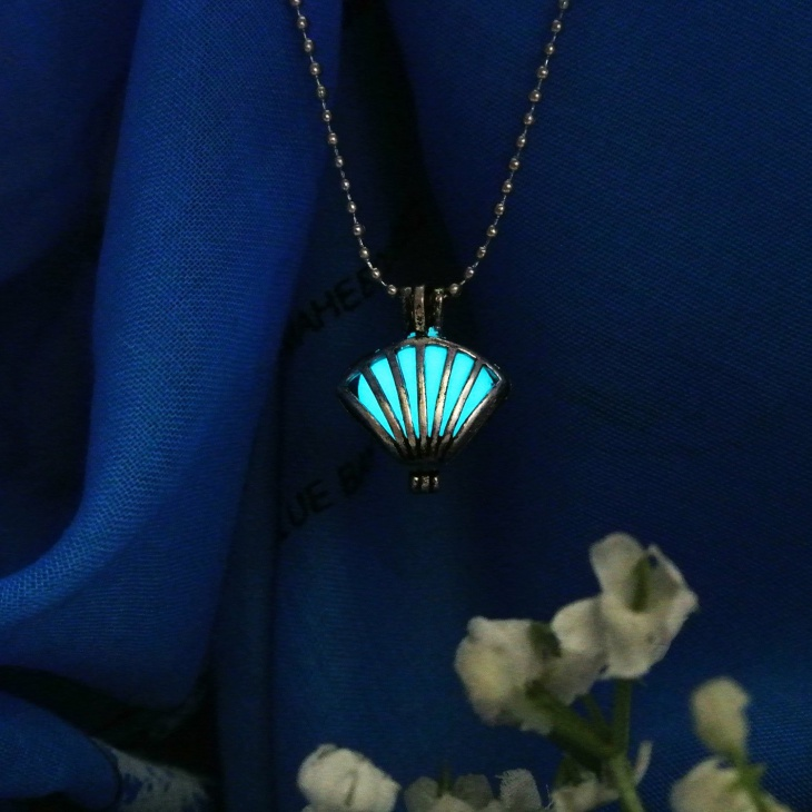 royal glowing jewelry design