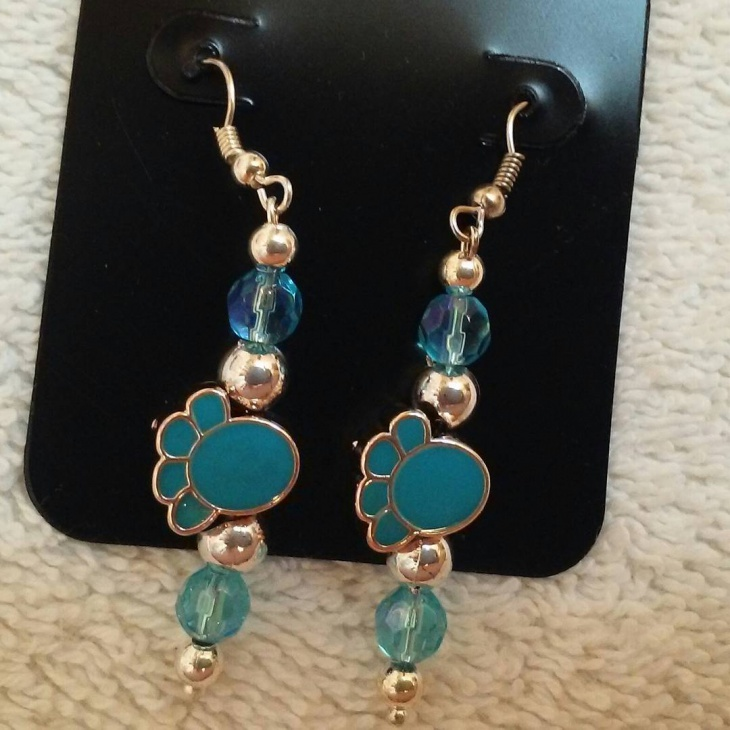 beautiful paw print earrings