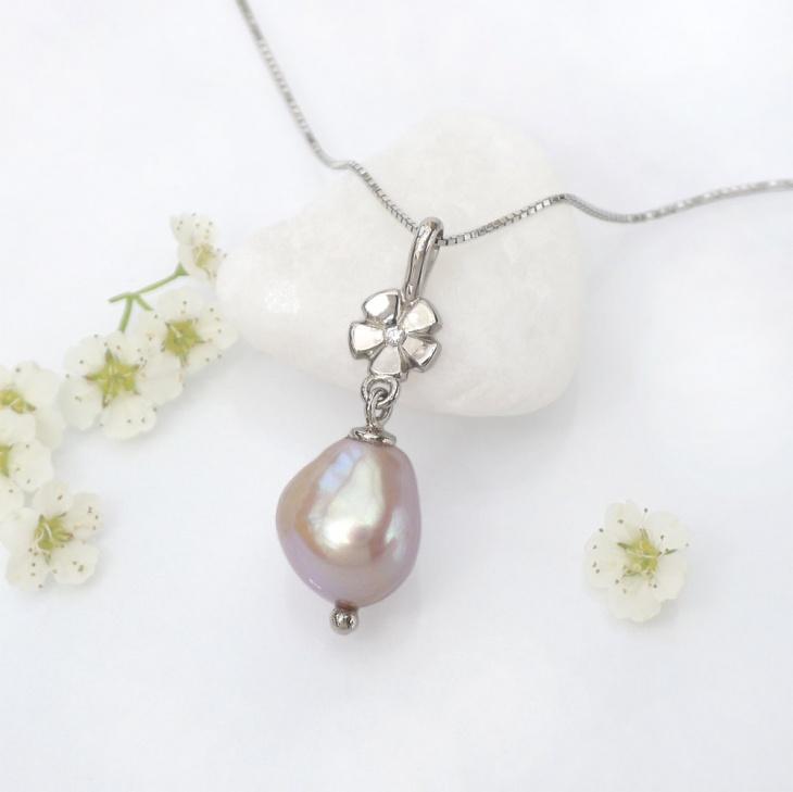 single diamond pendant design
