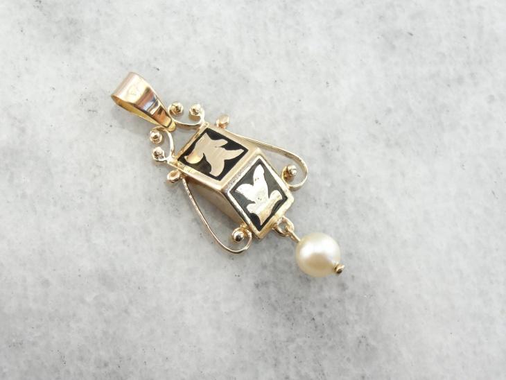 antique gold pendant design