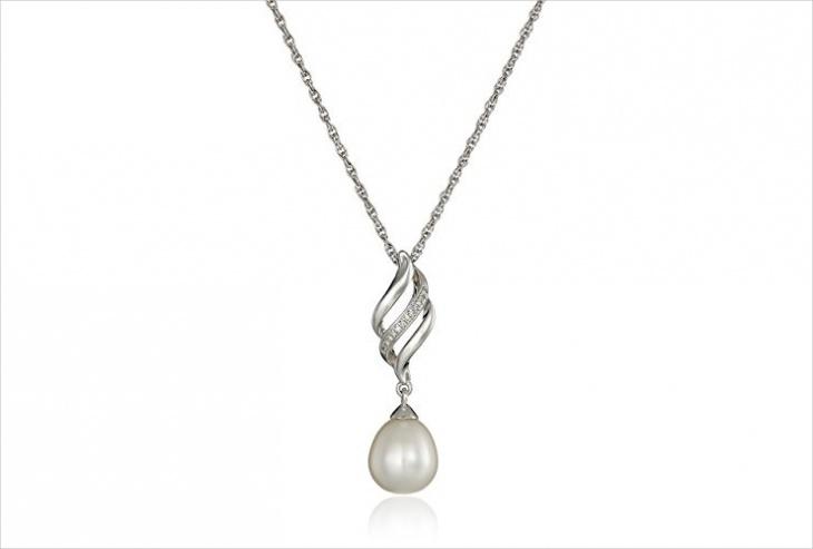 vintage pearl pendant design