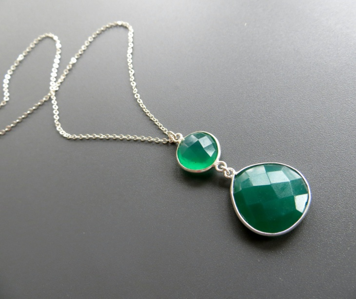emerald stone pendant design