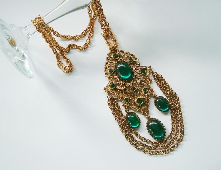 vintage emerald pendant design