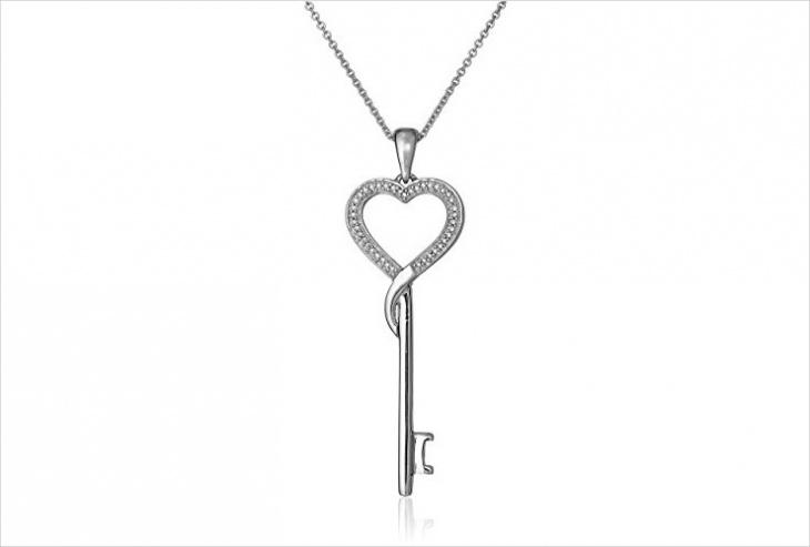 silver key pendant design