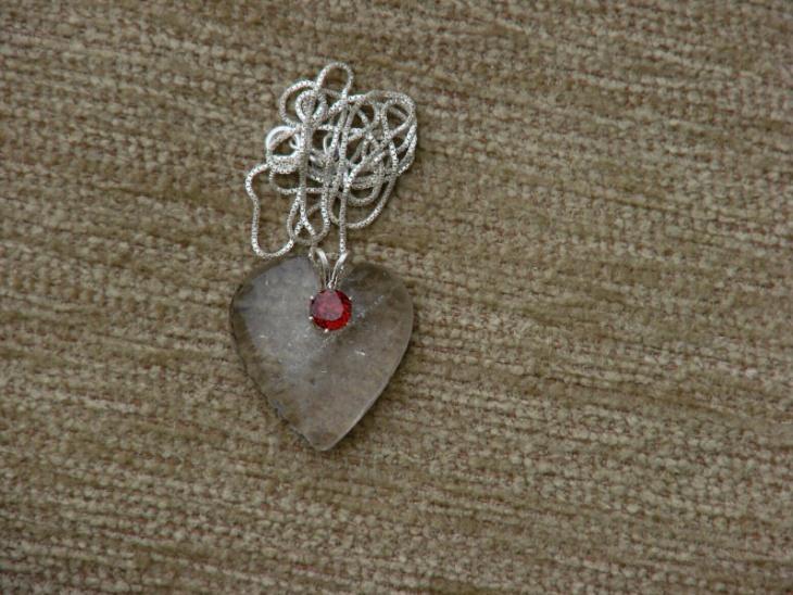 garnet heart shaped pendant design