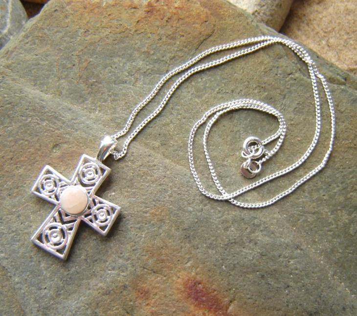 celtic cross pendant design