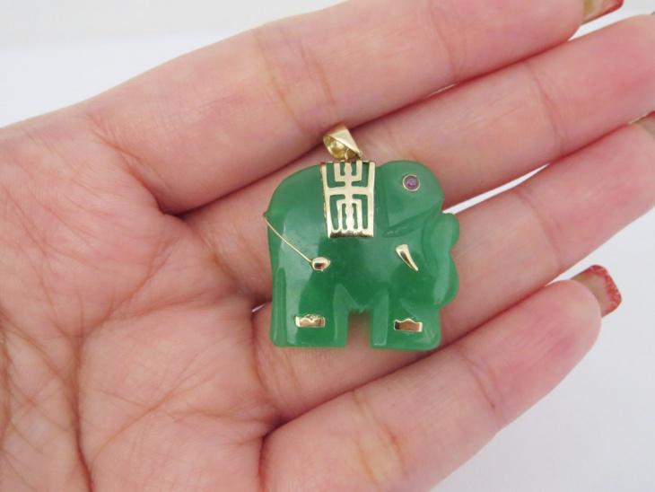 jade elephant pendant design