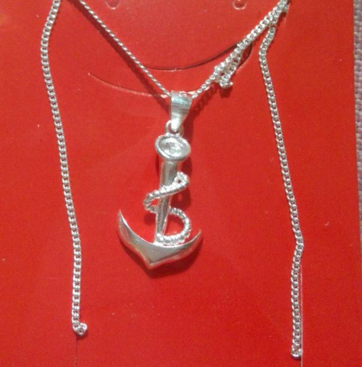silver anchor pendant design