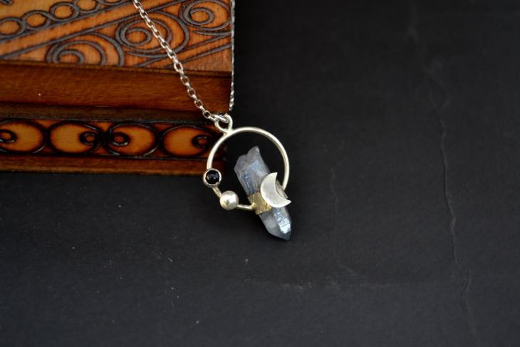 quartz crystal pendant design