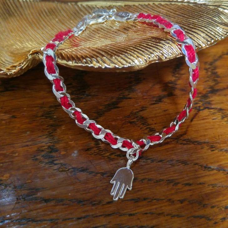 red string bracelet design