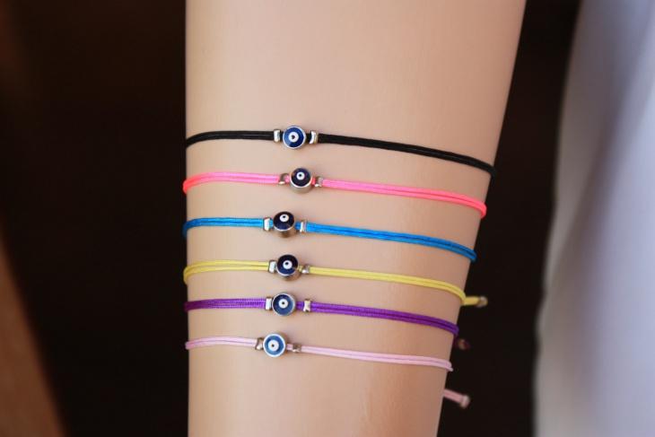 string friendship bracelet design