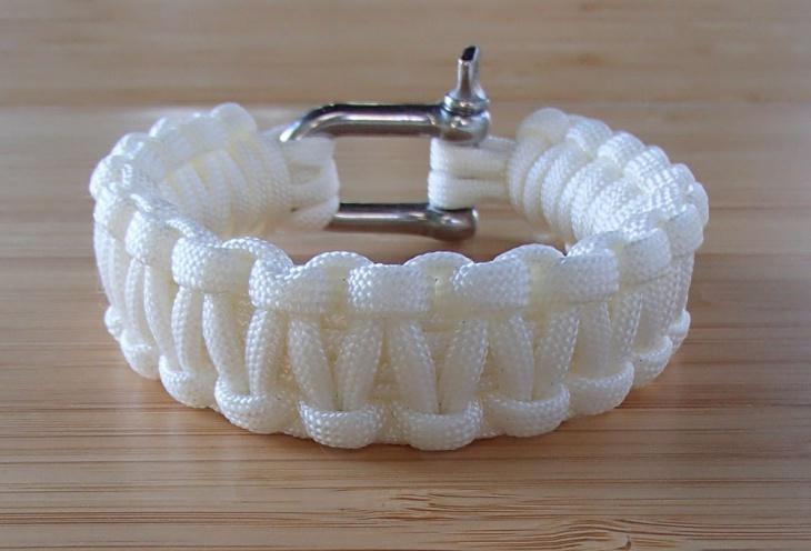 paracord survival bracelet design