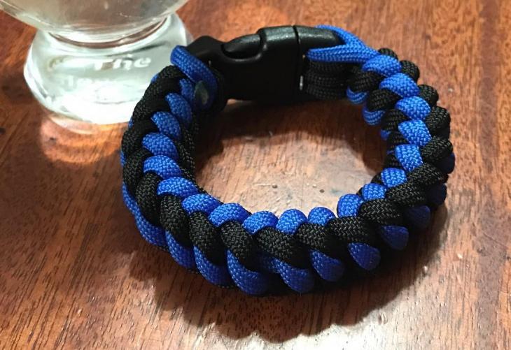 two color paracord bracelet design2