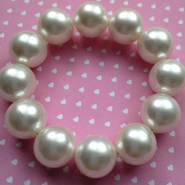 faux pearl bracelet design