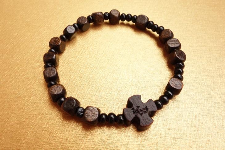 wood cross bracelet design