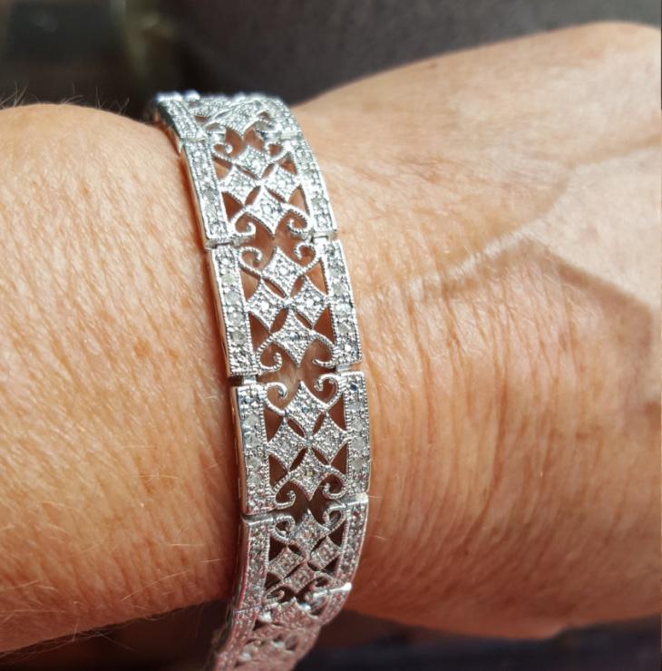 broad diamond bracelet design