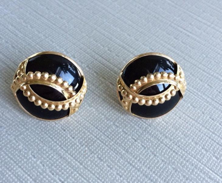 round black earrings design