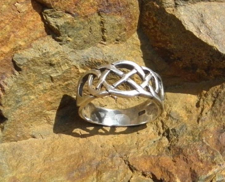 celtic knot ring design