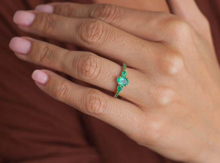 oval emerald ring design
