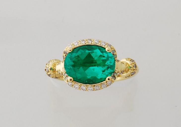 classic emerald ring design