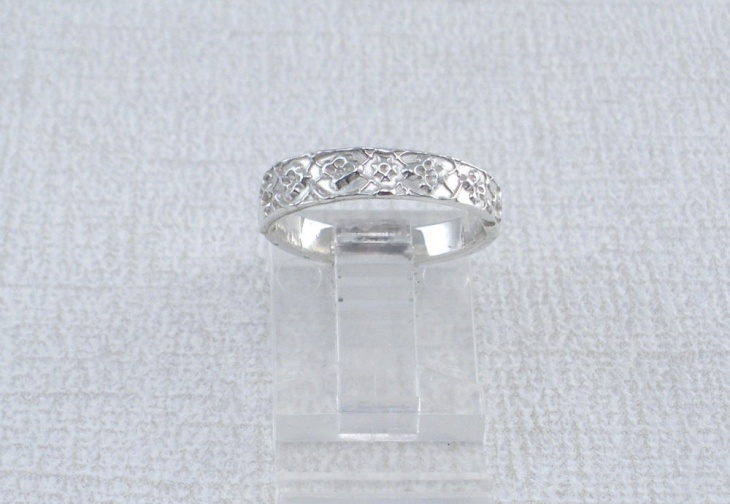 silver band ring design