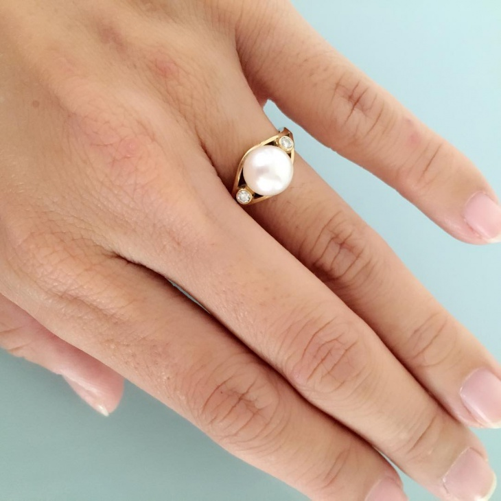 modern pearl ring design