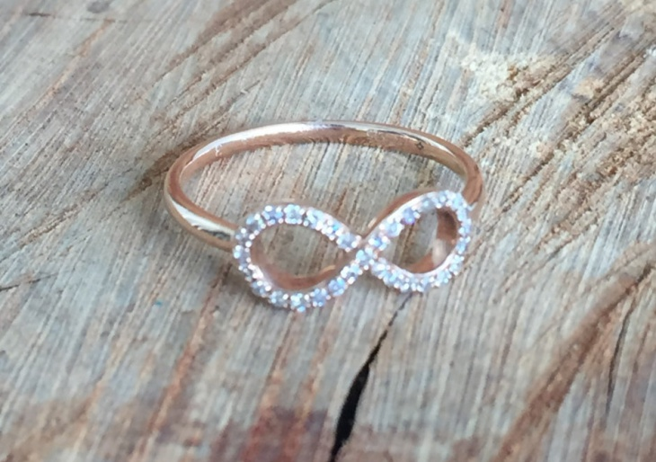 rose gold infinity ring design