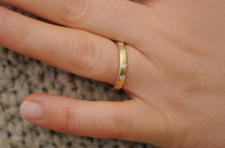 gold eternity ring design