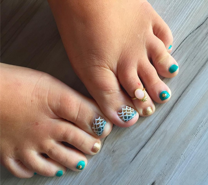 summer toe nail design for short nails