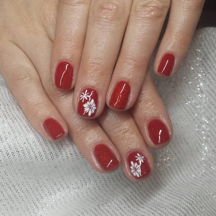 short glitter christmas nail design