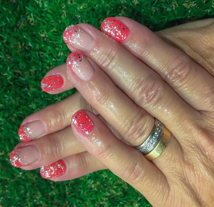 short silver glitter nail design