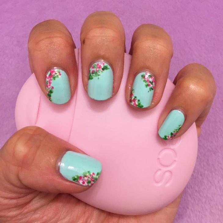 vintage short floral nail design