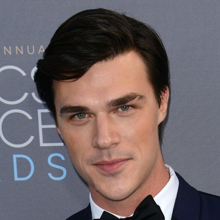 finn wittrock side parted straight hairstyle for men