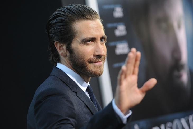jake gyllenhaal mens slicked back straight hairstyle
