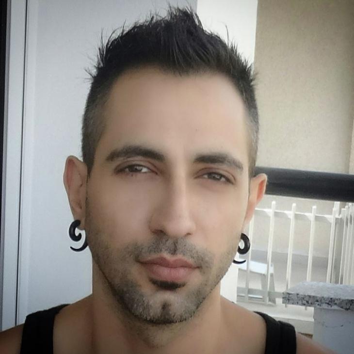 mens short spiky hairstyle design