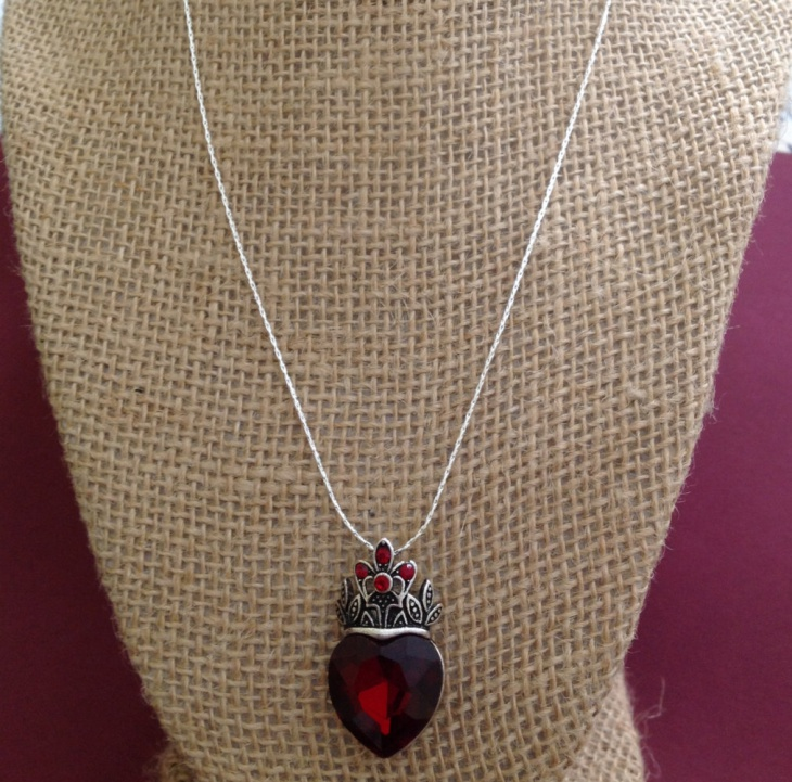 ruby heart necklace design