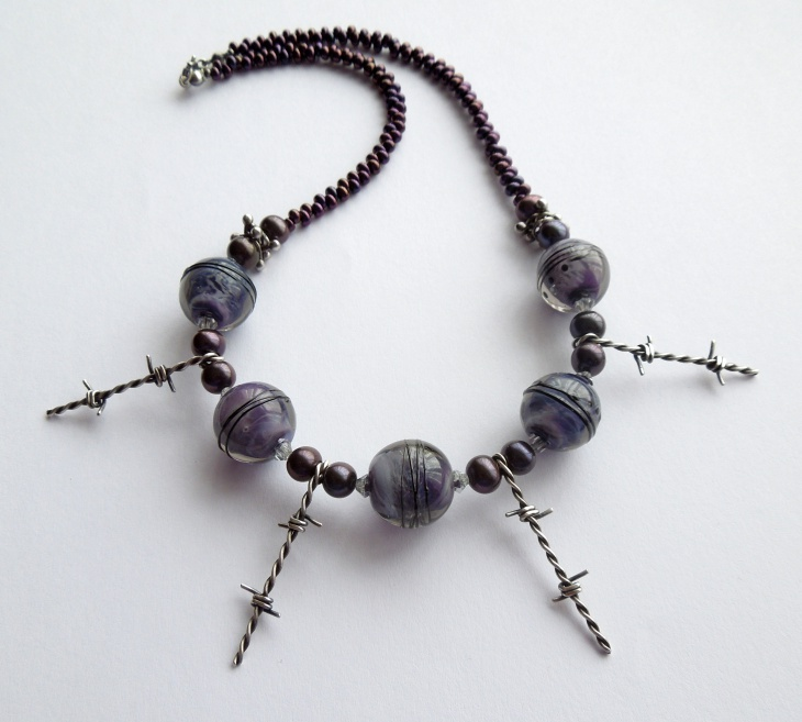 barbed wire necklace design