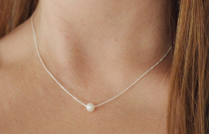 floating solitaire necklace design